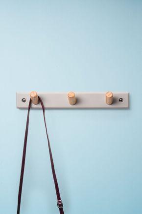Cabideiro-de-parede-cimento-e-madeira