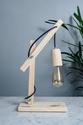 Luminaria-de-mesa-articulada-madeira