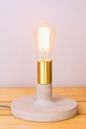 Luminaria-mesa-concreto-dourada