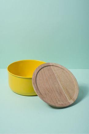 Pote-metal-madeira-amarelo