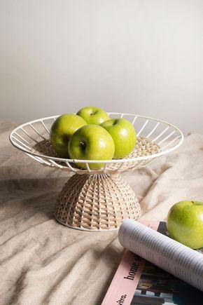 Fruteira-metal-e-rattan