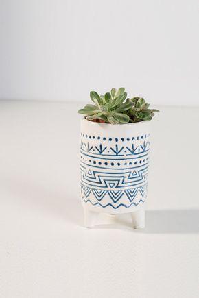 Vaso-detalhes-azul-e-branco