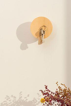 Gancho-de-parede-madeira-ima
