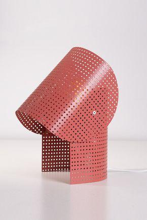Luminaria-de-mesa-metal-vazado-terracota