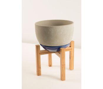 Vaso-com-pe-de-madeira-azul-m