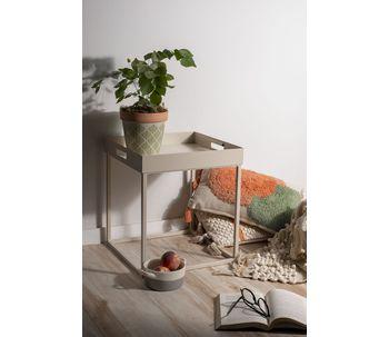 Mesa-com-bandeja-removivel-areia