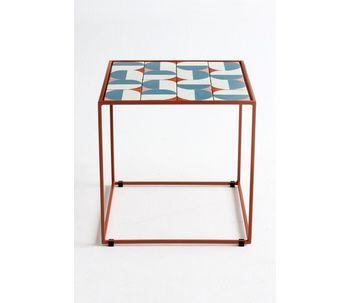 Mesa-metal-azulejos-terracota