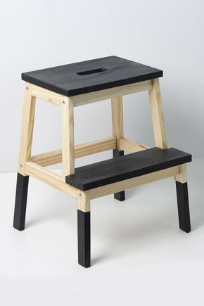 Banco-escada-de-madeira-preto
