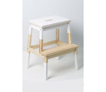 Banco-escada-de-madeira-branco