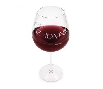 Taca-quem-sabe-faz-ao-vinho