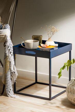 Mesa-com-bandeja-removivel-azul