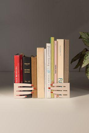 Porta-livros-metal-maos